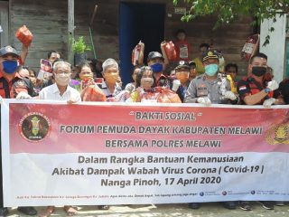 Peduli Terhadap Warga Kurang Mampu Fopad Gandeng Polres Melawi Bagikan Sembako dan Masker