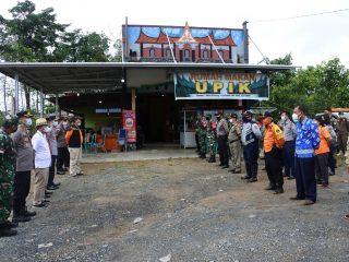 Wabup Sintang Resmikan Operasional Posko Covid-19 di Desa Sepulut
